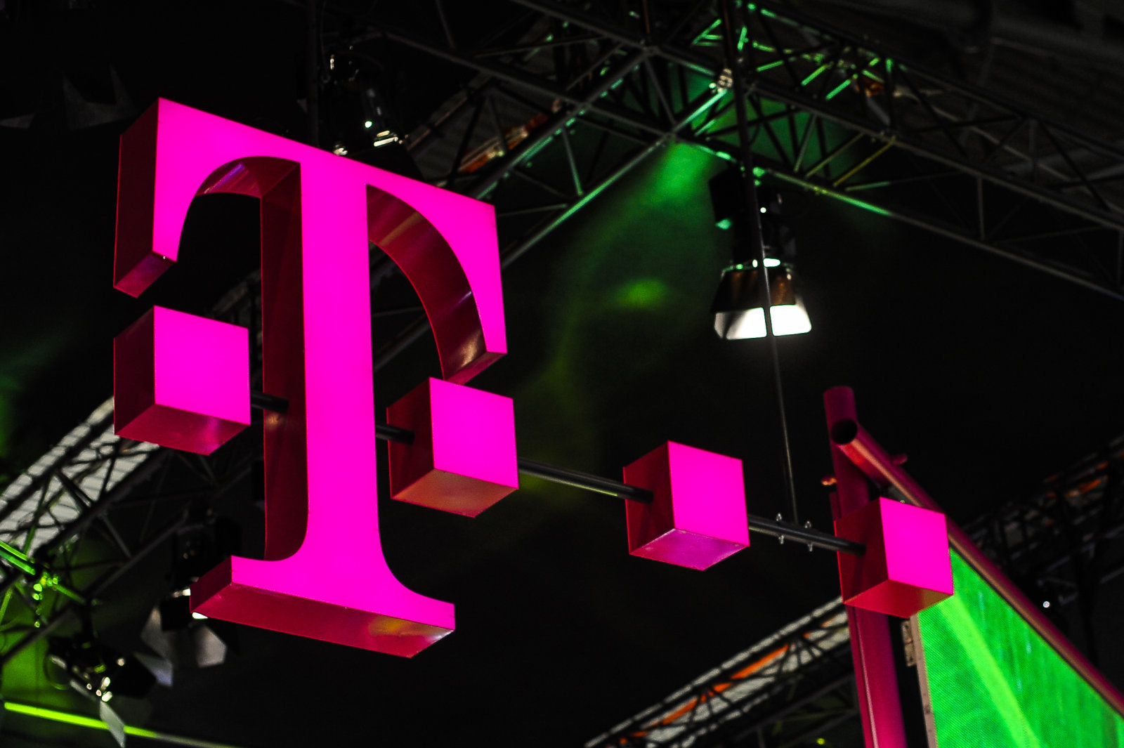 T-Mobile US to launch mobile TV services with Viacom